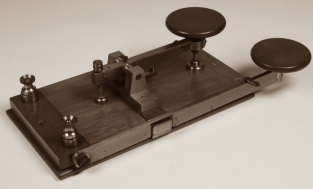 morse-key-marconis-wireless-telegraph-circa-1899-659720-large