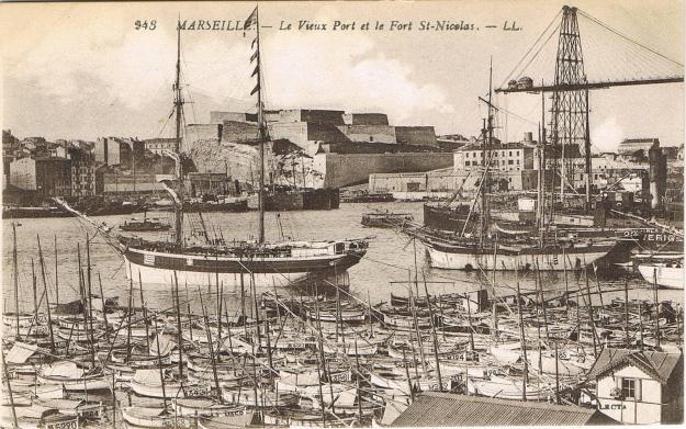 Hafen Marseille mit Fort Nicolas und Schwebefähre