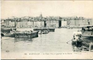 Pontons dans le port de Marseille