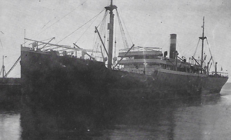"""Das Dampfschiff """"Altona"""", beschlagnahmt beim Einlaufen in Port Philip-Bay (Australien) im August 1914 ,© Reinhart Schmelzkopf: Deutsch-Australische Dampfschiffs-Gesellschaft, Hamburg 1888-1926"""