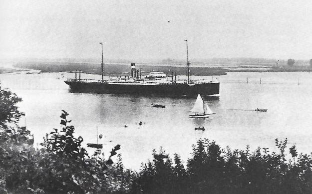 """Das Dampfschiff """"Düsseldorf"""", bei Kriegsausbruch in Barcelona, blieb dort während des Krieges und diente der Aufnahme deutscher Flüchtlinge aus Frankreich; © Reinhart Schmelzkopf: Deutsch-Australische Dampfschiffs-Gesellschaft, Hamburg 1888-1926"""