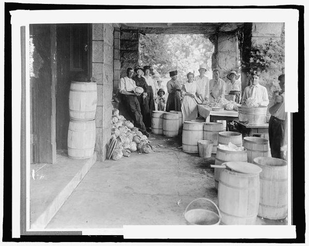 Sauerkrautherstellung um 1910