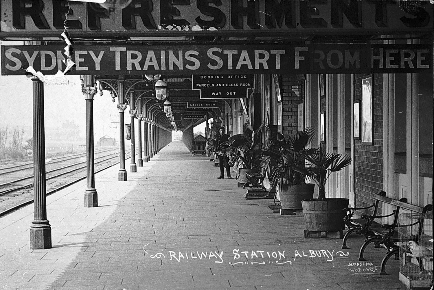 Albury Station 1910, Sydney trains