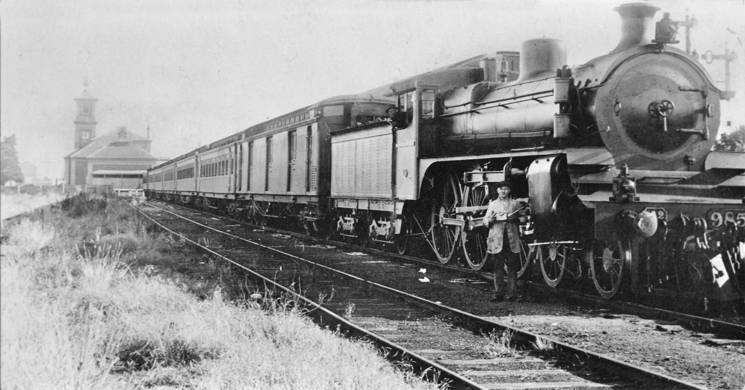 steam locomotive A2-985, about 1919