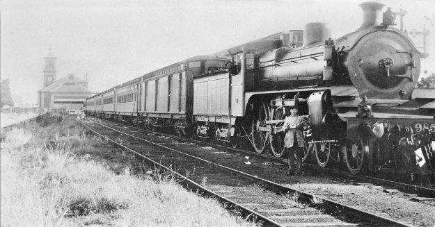 steam locomotive A2-985, about 1919